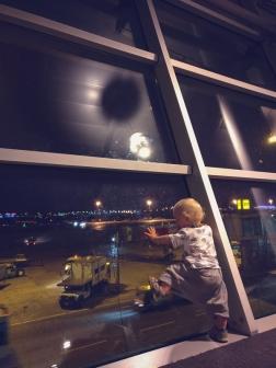 Mazais pētnieks Stambulas lidostā