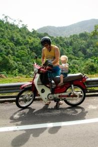 Tēvs, dēls un motorolleris