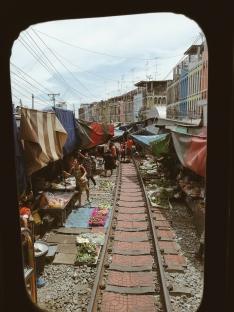 Skats no vilciena loga